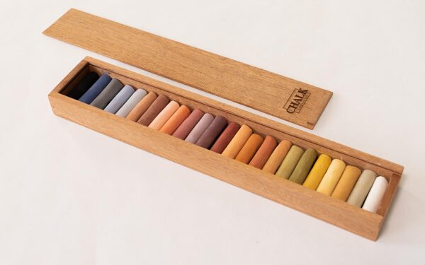 24 handgemachte Pastellkreiden in Holzkiste mit Holzdeckel