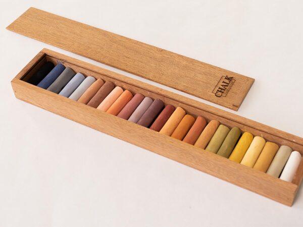 24 craies pastel douces dans un étui en acajou avec couvercle en bois