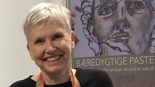 Conny Viès, Chalk Copenhagen kan hjælpe med spørgsmål vedrørende pastelmaleri, kunst, tegning eller fremstilling af pastelkridt